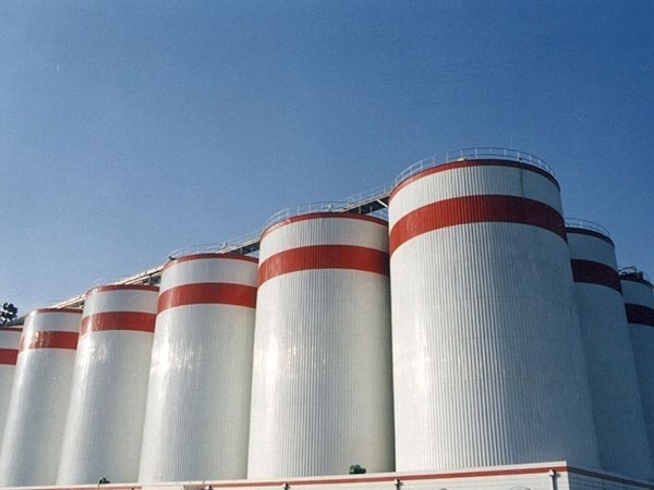How long can grain be stored in silos
